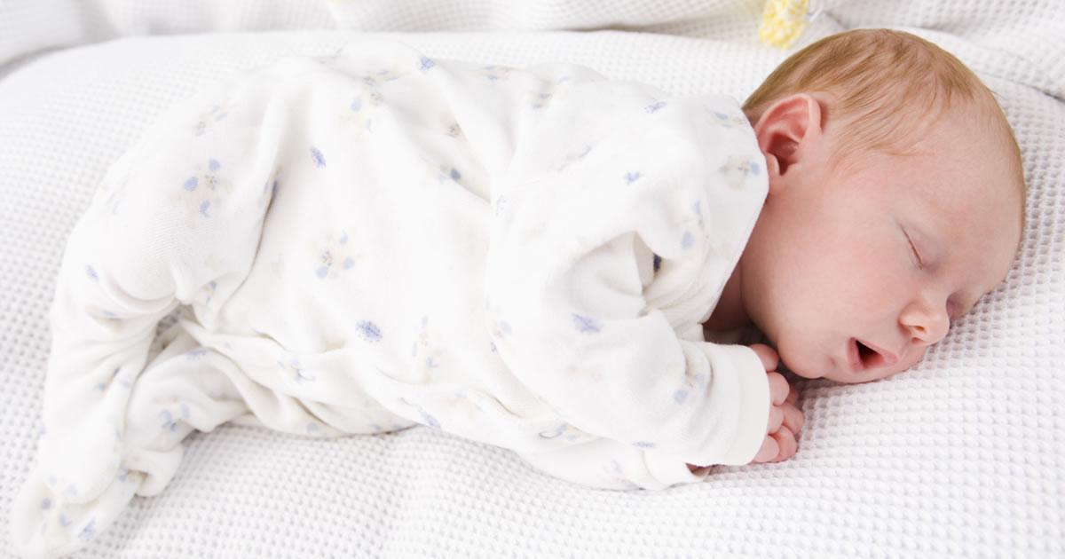 [É normal o bebê dormir por muito tempo?]